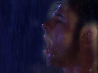 एक बारिश मशीन innit के तहत कमबख्त दो cunts
