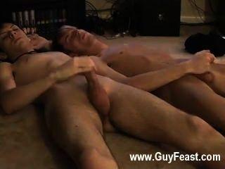 कट्टर समलैंगिक जारेड अपने पहले ही समय पर बंद हस्तमैथुन के बारे में उछल है
