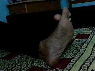 विशाल भारतीय तलवों और पैर