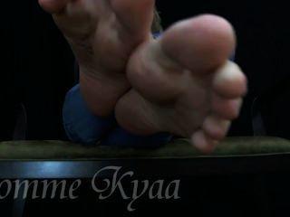 Kyaa # 4 - मेरे सेक्सी तलवों के लिए बंद झटका!