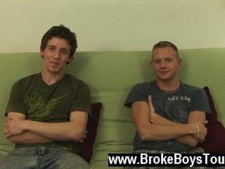 स्टूडियो में आज के समलैंगिक फिल्म, हम प्रेस्टन और लियोन की है।वे यहां हैं