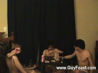 कट्टर समलैंगिक ट्रेस और विलियम उनके ताजा दोस्त ऑस्टिन के साथ एक साथ मिलता है