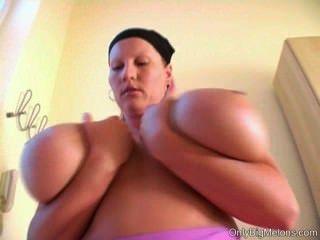 लौरा Orsolya स्तन मज़ा
