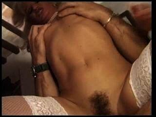 सफेद मोजा में फ्रेंच वेश्या उसे गधे में बकवास