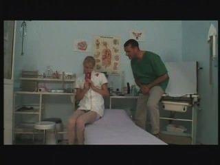 युवा यूरोपीय नर्स हस्तमैथुन और काम पर कमबख्त