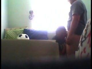 सफेद जॉक काले लड़के का उपयोग करता है