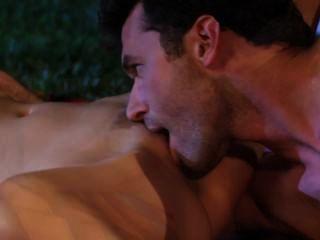 Lexi बगीचे में सेक्स के लिए बाहर sneaks