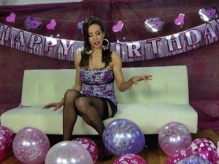 नीना Leigh उसे गुब्बारे के साथ चिढ़ा