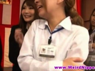 जापानी युवा hotties लड़कियां सुंदर स्तन फैलाएंगे