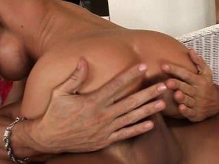 उसके स्तन अंत तक jizz के साथ चमकता हुआ डोनट्स की तरह लग रहे