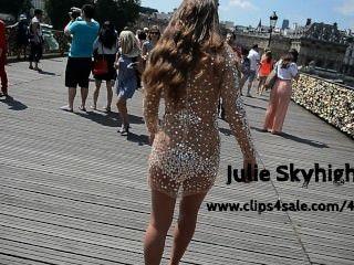 उच्च ऊँची एड़ी के जूते में सार्वजनिक रूप से transparant पोशाक के तहत नग्न: जूली एक पेरिस Skyhigh