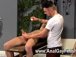 समलैंगिक अश्लील एडम एक असली पेशेवर जब यह शरारती में तोड़ने के लिए आता है