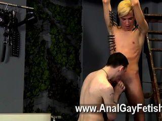 वह समलैंगिक क्लिप नया हो सकता है, लेकिन रीस निश्चित रूप से पता करने के लिए कैसे लगती है