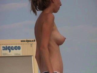 समुद्र तट पर सेक्सी महिला