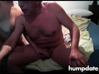बूढ़े आदमी ने अपनी पत्नी से अच्छा handjob हो जाता है