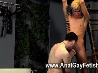कट्टर समलैंगिक वह नया हो सकता है, लेकिन रीस निश्चित रूप से पता करने के लिए कैसे लगती है
