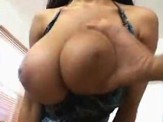 प्राकृतिक स्तन के साथ बड़ी तैसा बकवास