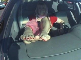 Jeanie मुलायम तलवों बाहर कार की खिड़की पैर बुत
