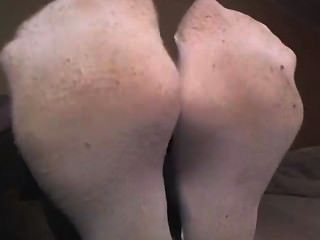 के दिखा सफेद मोजे में लड़की