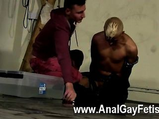 समलैंगिक नंगा नाच उपयाजक सोचा कि हो सकता है कि वह एक और डोम के रूप में इंजेक्शन लगाने गया था, लेकिन