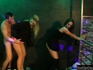 उभयलिंगी sluts क्लब में कमबख्त