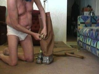किर्बी सुबह vacuuming