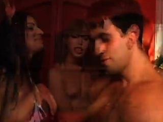 किन्नर विभिन्न पदों पर सेक्स में drilled गया