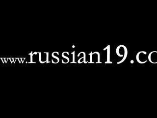 सुंदर रूसी लड़की के ठीक लाइव शो