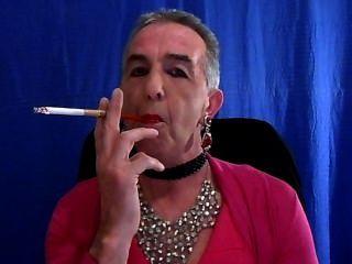 बहिन धूम्रपान नई गुलाबी रंग की पोशाक