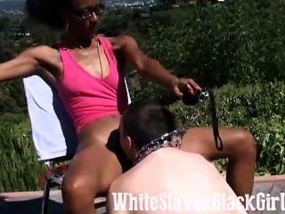 काले मालकिन इस गुलाम चाटना देता है