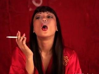 एशियाई धूम्रपान बुत
