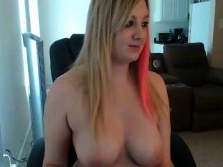 संचिका महिला नग्न हो रही है