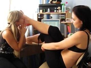 शौकिया लेस्बियन पैर पूजा