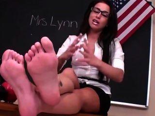 Adrianna के पैर दास