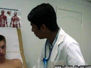 Twink फिल्म की मैं उसे वियाग्रा के लिए एक डॉक्टर के पर्चे दे दी है, लेकिन केवल सीमित