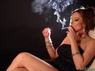 धूम्रपान करती लड़कियां
