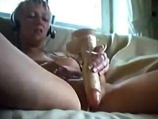 शौकिया गोरा किशोरों खिलौनों के साथ उसे बिल्ली fucks