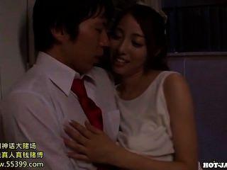 जापानी लड़कियों kitchen.avi में jav मालिश लड़की पर हमला किया