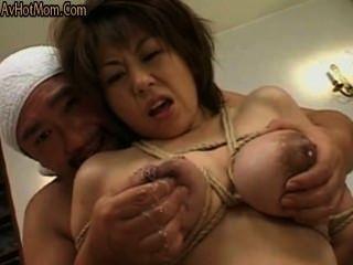 स्तनपान, बाध्य स्तन के साथ mothermilk