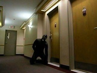 कामुक पनडुब्बा होटल में sneaks और एक होटल के कमरे में टूट जाता है