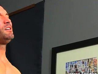 समलैंगिक सेक्स बिज्जू लंदन रात के खाने की योजना में सोच रही है, लेकिन उनके साथी Aiden