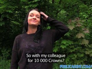 PublicAgent सेक्सी रैवेन बालों वाली सौंदर्य एक कमबख्त के लिए जंगल के लिए नेतृत्व किया