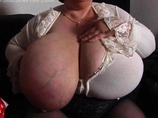 विशाल स्तन के साथ नानी