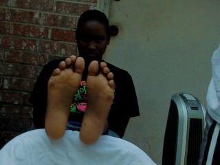 काली औरत गुदगुदी