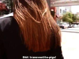 लेटेक्स नौकरानी रिक्की छह कचरा ट्रकों में गंदगी transvestite-सूअरों को मारने के लिए चाहता है