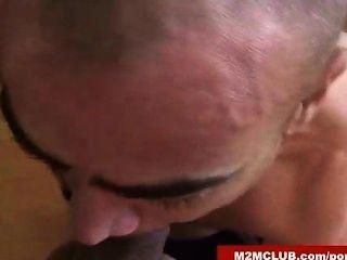 स्पेन के पुरुष लैटिन दोस्तों द्वारा गड़बड़