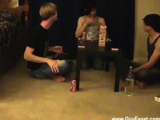 वीडियो का पता लगाने Twink और विलियम अपने नए दोस्त के लिए ऑस्टिन के साथ एक साथ मिलता है